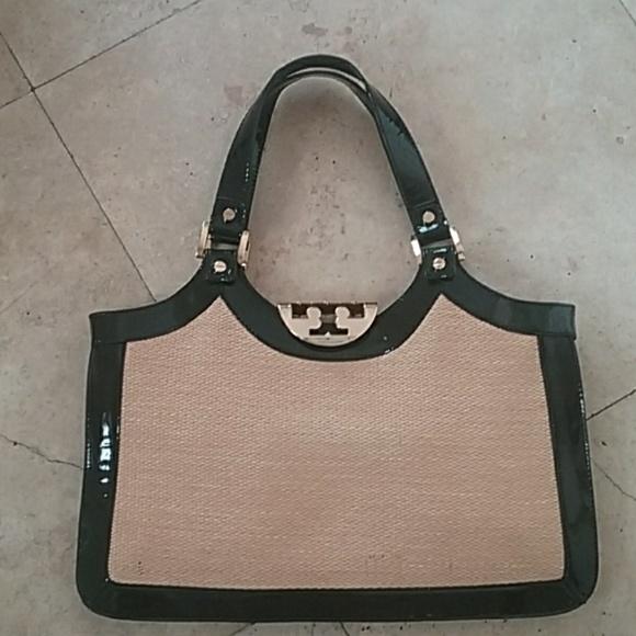 fdbe5bc96e44 Tory Burch straw and patent leather bag. M 5a7dd7b345b30c49fb0123ca